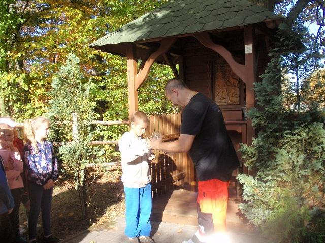 You are browsing images from the article: Przedszkolaki z wizytą w lesie – 16.10.2019
